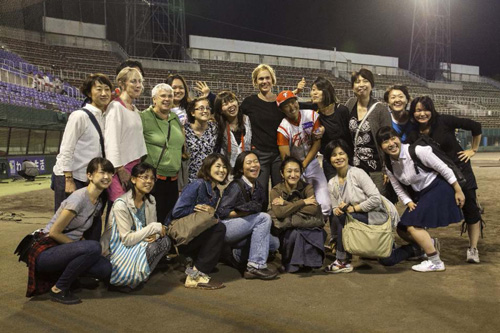 Allison (center) surrounded by her dancers in Kyoto Stadium