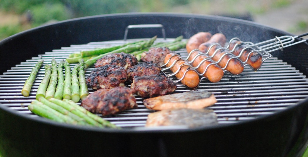 Meat and asparagus on the grill