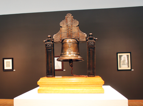photo of sculpture of Mexican indepedence bells