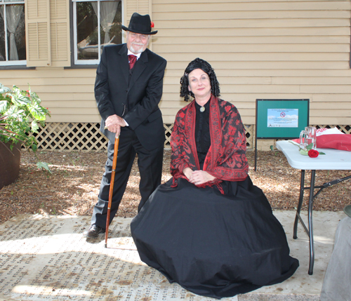 Susanna Dickinson and Joseph Hannig reenactors